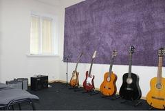 Продам музыкальную школу-студию. Направление - фортепиано, вокал, гитара.